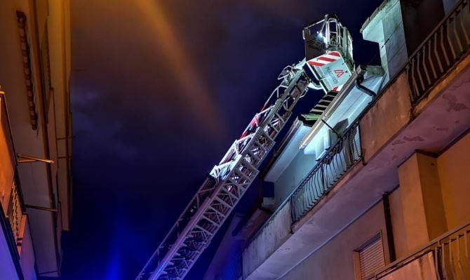 Intervento dei vigili del fuoco a Crotone (foto Vigili del fuoco)