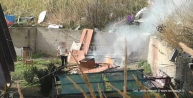 Elezioni, la vigilia del voto tra i cittadini dimenticati del ghetto rom di Catanzaro