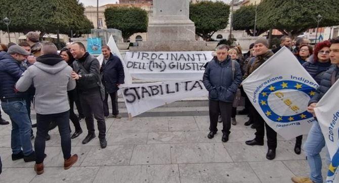 La protesta dei tirocinanti a Reggio