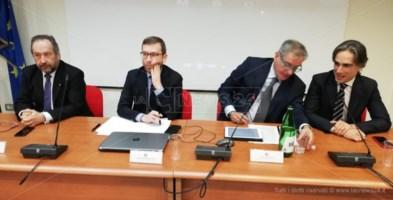 Il ministro Provenzano in Calabria: «Porto di Gioia e Sud in cima alle priorità del governo»