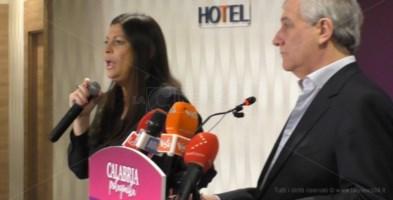 Regionali, prima conferenza della Santelli da presidente: «Ora al lavoro». I video