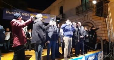 Ariecco Salvini, in Calabria tra contestatori e cacciatori di selfie