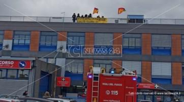 Cosenza, lavoratori Cup licenziati sul tetto del pronto soccorso