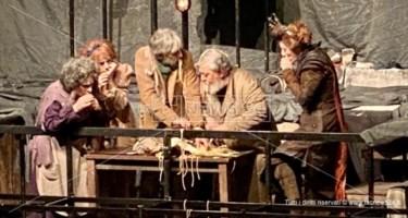 Miserie di ieri e di oggi nello spettacolo di Scarpetta interpretato da Lello Arena