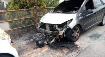 Catanzaro, auto incendiata