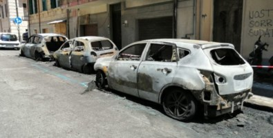 Reggio Calabria, in fiamme 5 auto e una moto