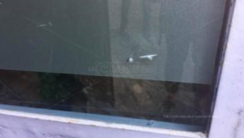 Le vetrate dello studio medico vandalizzate a Cosenza