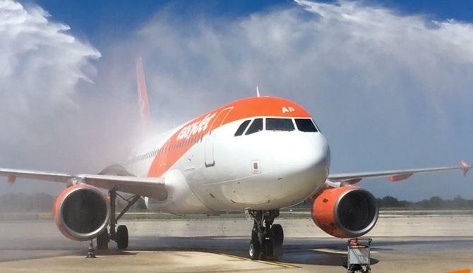 Aereo della compagnia Easyjet (foto pagina Fb)