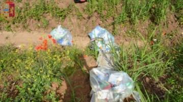 I rifiuti abbandonati lungo la strada di San Gregorio
