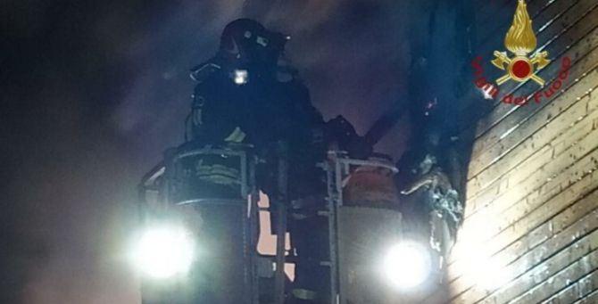 Incendio scoppiato a Servigliano, vigili del fuoco in azione