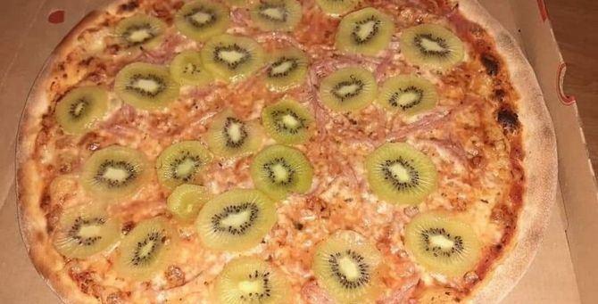 La pizza postata su Facebook da Stellan Johansson