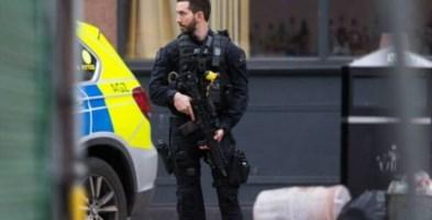 Accoltellamenti a Londra e in Belgio, 5 feriti. La polizia: «È terrorismo»
