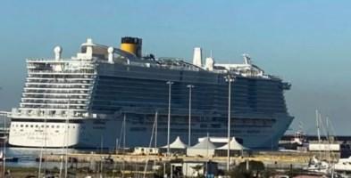 Costa Crociere ferma al porto di Civitavecchia