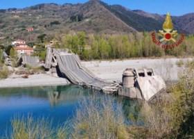 Crolla un altro ponte, strage sfiorata in Toscana. Ma per l'Anas non c'era pericolo