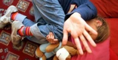 Abusi sessuali su bimbe per produrre materiale pedopornografico, arrestate due mamme