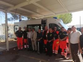 Africo, con i risparmi di una vita dona un'ambulanza all'ospedale di Locri