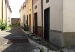 Frana al cimitero di San Luca, il sindaco non ci sta: «Bare davanti alla Regione per protesta»