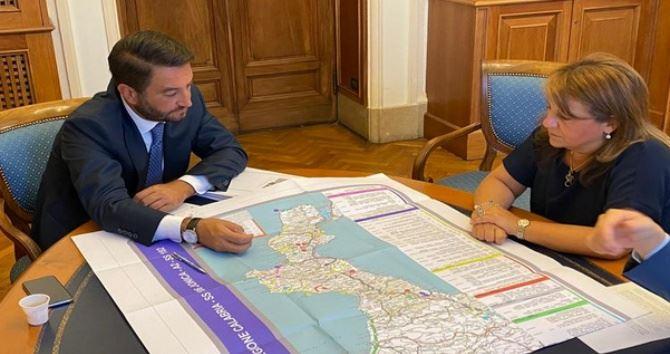 Il viceministro Giancarlo Cancelleri e l'assessore Domenica Catalfamo