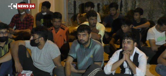 Il gruppo di migranti giunti nel Reggino