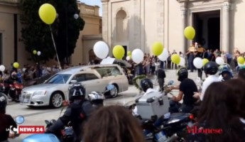 Vibo, i funerali di Gianluca Calabria morto in un incidente stradale