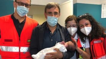 Il neonato abbandonato a Bari, foto da fb della parrocchia