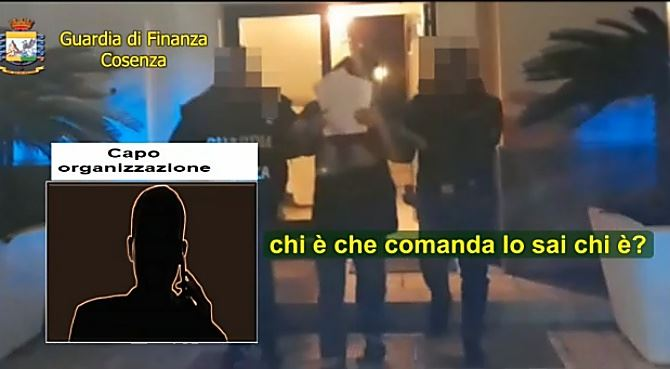 Un frame del video dell'operazione White collar