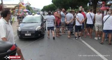 Proteste ad Amantea dopo l'arrivo dei migranti contagiati: «Pugno nell'occhio per il turismo»