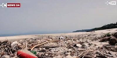 Torrente La Grazia invaso dai rifiuti, Tropea e Parghelia: «Per la bonifica servono 7 milioni»