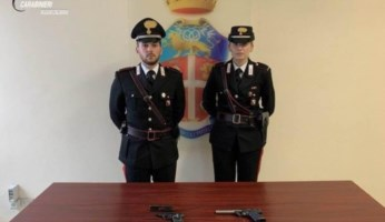 Le pistole sequestrate a Roccella