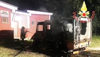 Incendio autobotte a Santa Caterina Superiore