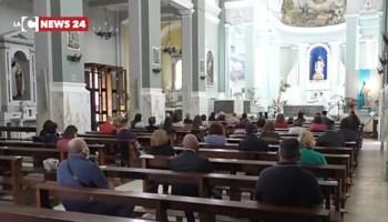 Fase 2: le prime messe con fedeli in Calabria tra mascherine, volontari e guanti