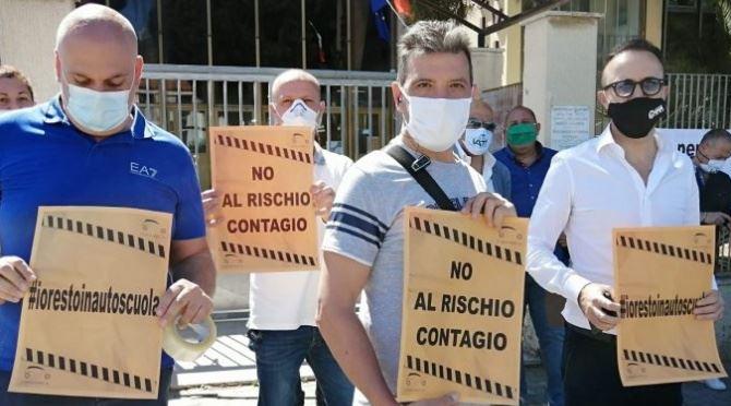 Reggio Calabria, protesta delle autoscuole