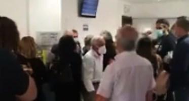 Caos all'ospedale di Lamezia, distanze annullate e mancanza di controlli: il video