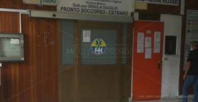 Panico all'ospedale di Cetraro, uomo incappucciato irrompe in pronto soccorso