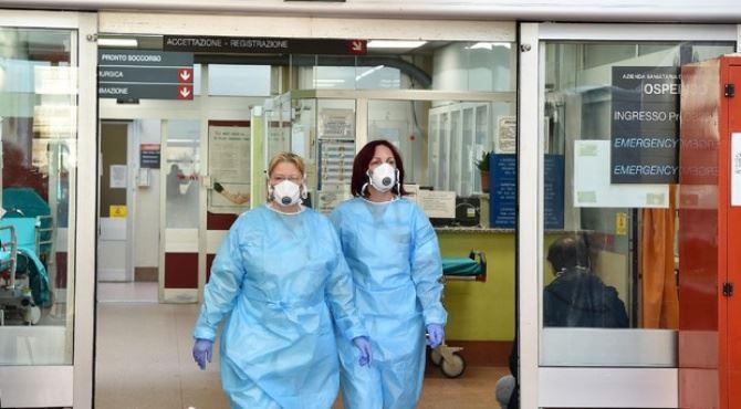 Medici in corsia (foto ansa)
