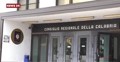 Vitalizi Calabria, il clamoroso dietrofront del Consiglio. Ma chi ha scritto la legge?