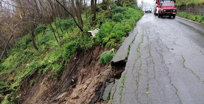 Un tratto di strada crollato tra Seminara e Palmi