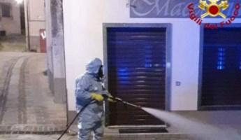 Coronavirus, a Cotronei i vigili del fuoco sanificano le strade