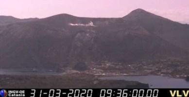 Lo Stromboli si risveglia, nuova eruzione: la lava raggiunge il mare