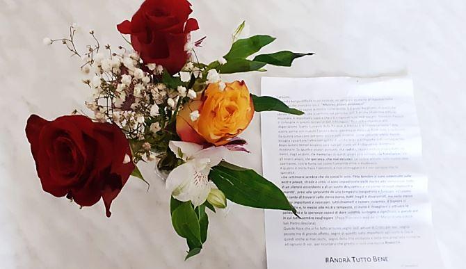 Fiori e una lettera di speranza per gli abitanti di Favelloni da parte del parroco don Andrea