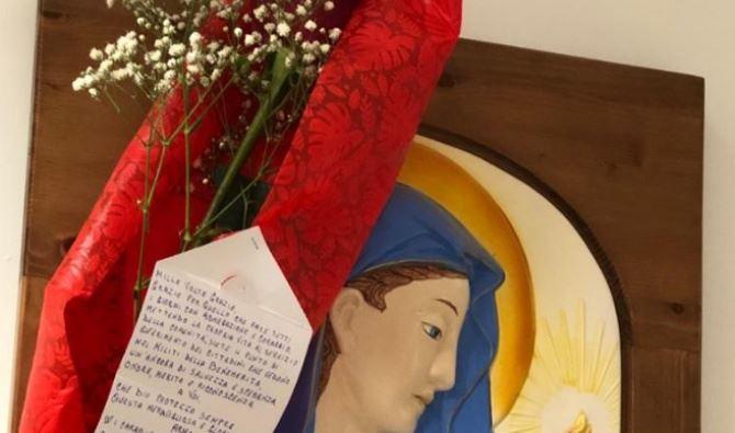 La rosa donata ai carabinieri di Vibo