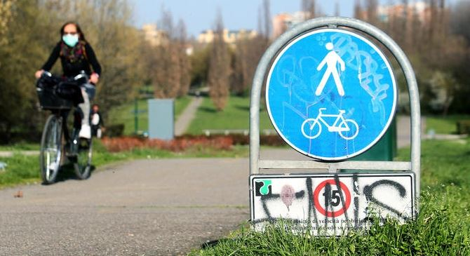 Il governo chiude anche i parchi (foto ansa)