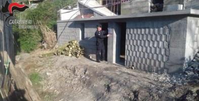 Magazzino abusivo a Cetraro, carabinieri sequestrano l'immobile