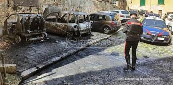 Danno fuoco a tre auto, denunciati tre giovani cosentini