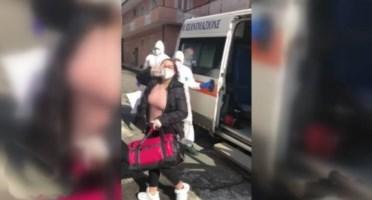 Coronavirus, nel Vibonese applausi e palloncini per il ritorno di una ragazza a casa