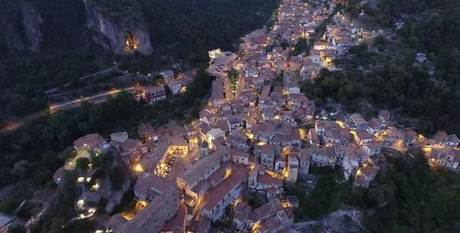 Una veduta dall'alto del borgo di Orsomarso