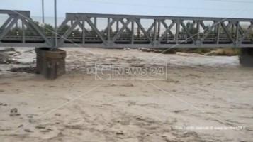 Trebisacce, il torrente Saraceno fa paura: chiusa la strada per Villapiana