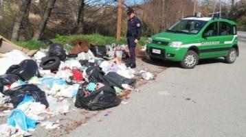 Abbandono di rifiuti in strada, ad Acri fototrappole inchiodano i lordazzi