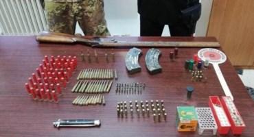 Le armi e le munizioni rinvenute
