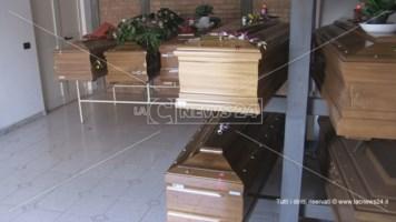 A Cosenza 50 salme parcheggiate nella camera mortuaria del cimitero